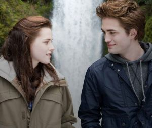 "Kristen Stewart diz como foi namorar Robert Pattinson na época de""Crepúsculo"""