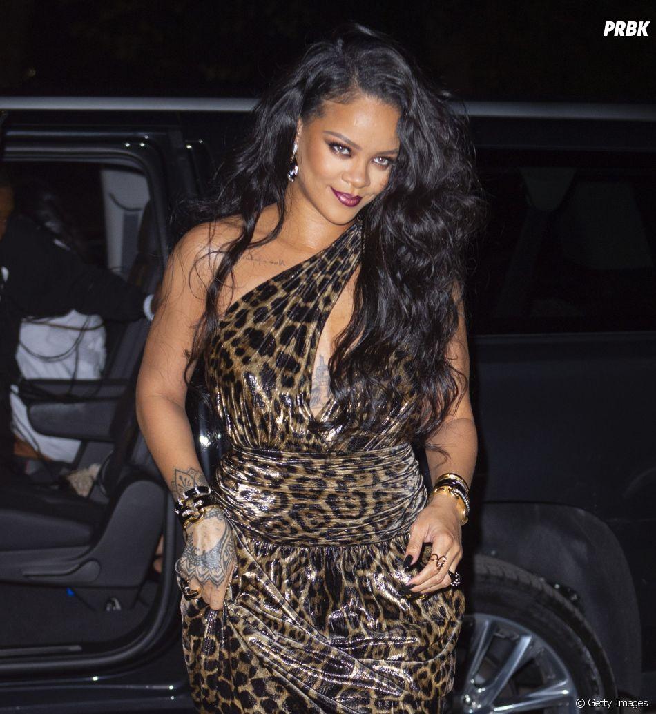 Rihanna vem recebendo críticas por conta das roupas com pele de animal que está vendendo
