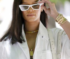 Rihanna está vendendo casacos com pele de animais