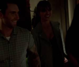 """Adam Levine aparece desesperado pela vida da amada no clipe de """"Maps"""""""