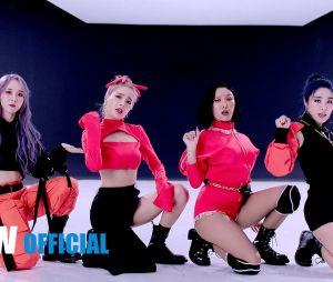 """Hwasa cantará versão remix de """"Physical"""" com Dua Lipa"""