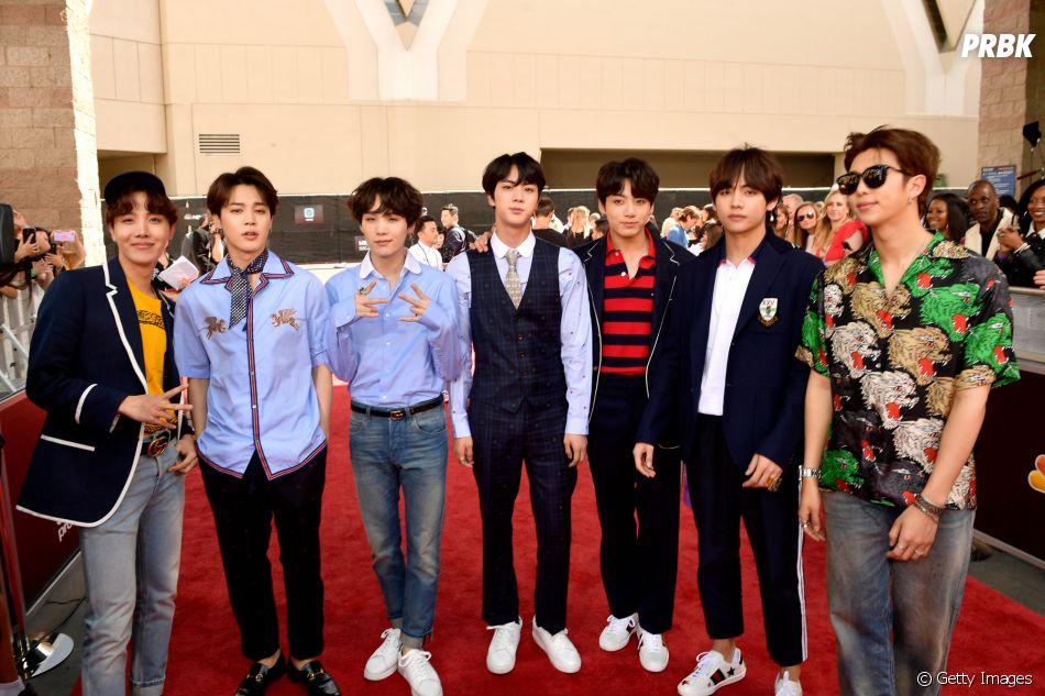 BTS posa no tapete vermelho do Billboard Music Awards 2018