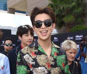 RM e Jungkook, do BTS, posam no tapete vermelho do Billboard Music Awards 2018