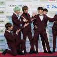 BTS posa no 5º Gaon Chart K-Pop Awards, em 2016