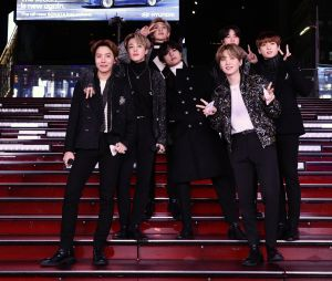 BTS posa no New Year's Rockin' Eve With Ryan Seacrest 2020