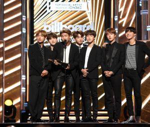 BTS posa no palco do Billboard Music Awards 2017
