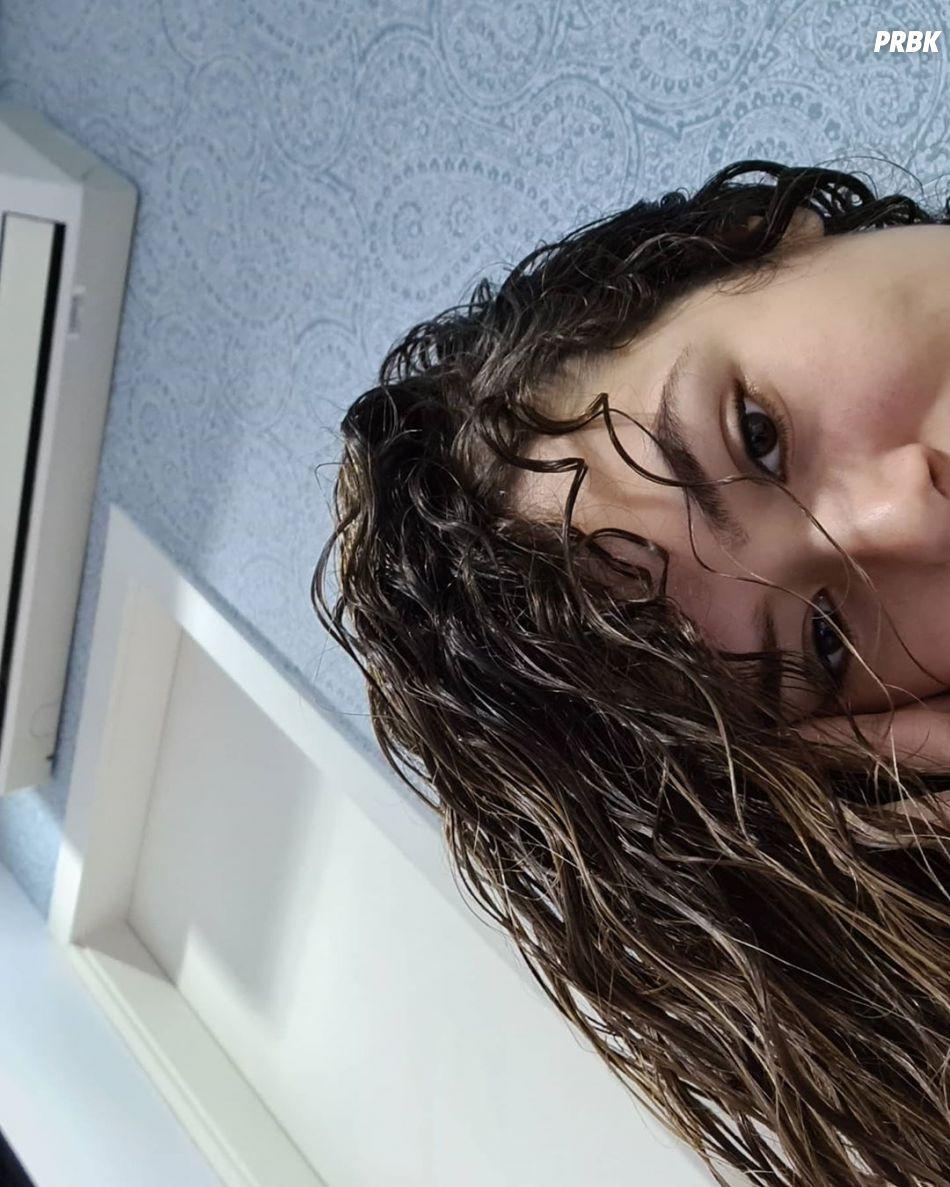 Maisa pede desculpas publicamente ao cabelo por não aceitá-lo do jeito que ele é