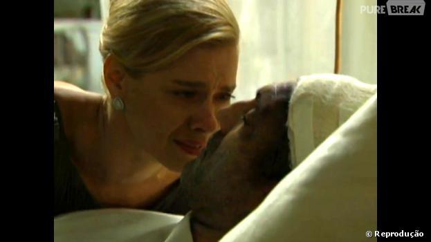 """Iolanda (Carolina Dieckmann) chora muito ao ver o estado de Mundo (Domingos Montagner) em """"Joia Rara""""!"""