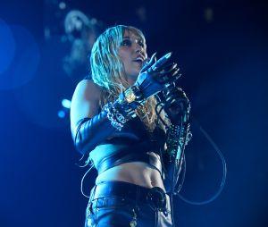"Miley Cyrus revela significado da letra de ""Midnight Sky"""