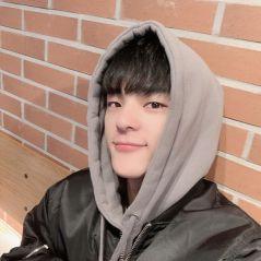 Woojin, ex-Stray Kids, é acusado de assédio e assunto gera discussão no Twitter. Entenda