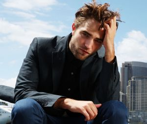 Quiz: descubra qual personagem do Robert Pattinson te chamaria pra um date