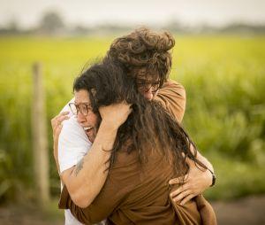 """""""Amor de Mãe"""": Lurdes (Regina Casé) e Domênico/Danilo (Chay Suede) se reencontram"""