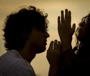 """""""Amor de Mãe"""": Lurdes (Regina Casé) pode contar para Danilo (Chay Suede) que ele é o Domênico no capítulo desta terça-feira (6)"""
