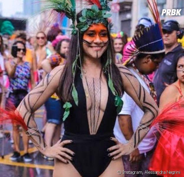 Alessandra Negrini foi acusada de apropriação cultural ao se vestir de índia no Carnaval de 2020