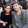 """Mila Kunis e Ashton Kutcher disseram que não são adeptos de tomar banho e que fazem o mesmo com seus filhos. """"Lavo minhas axilas e virilhas diariamente, nada mais"""", disse o ator"""