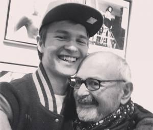 Ansel Elgort é suuuuper fofo na Anselfie com o seu papai #Own