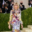 "MET Gala 2021: a editora da revista ""Vogue"",  Anna Wintour, usou look floral com babados da marca  Oscar de la Renta"