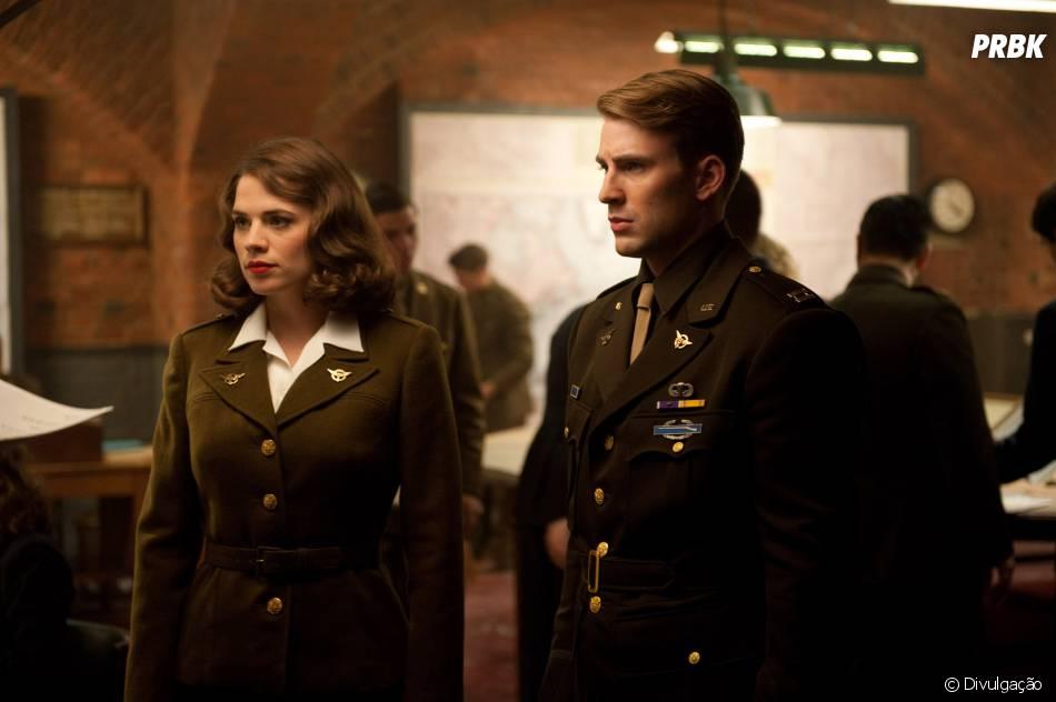 """Peggy (Hayley Atwell) era a namorada de Steve Rogers (Chris Evans) antes dos acontecimentos de """"Agent Carter"""""""