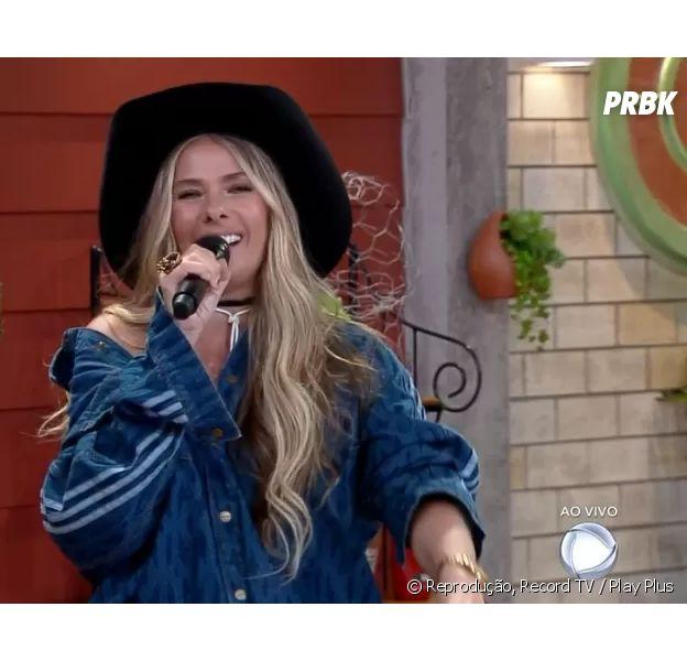 """""""A Fazenda 13"""": Adriane Galisteu alfineta programa """"The Masked Singer Brasil"""" em estreia do reality"""