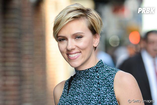 Scarlett Johansson teve filho, chamado Cosmo, com o marido Colin Jost. A atriz também é mãe de Rose Dorothy, de 7 anos