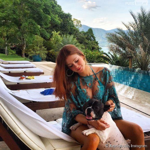 Marina Ruy Barbosa curte férias em Angra depois de passar o reveillon com o namorado e as amigas