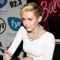 "Cover: Miley Cyrus canta ''Summertime Sadness"" de Lana Del Rey. E Girls homenageia Demi Lovato!"