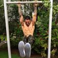 Para se manter em forma, Lucas Lucco pega pesado na malhação
