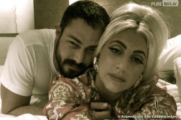 Em entrevista, Lady Gaga disse que faria sexo à três com o namorado, o ator Taylor Kinney