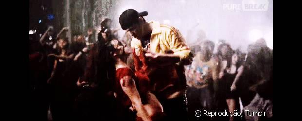 """""""Ela Dança, Eu Danço"""""""