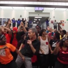 """Ao som de """"Uptown Funk"""", do Bruno Mars, professor coloca todos seus alunos para dançar!"""
