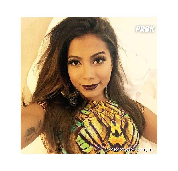 Anitta antes de subir ao palco do Sarau Kids, show promovido por Carlinhos Brown
