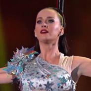 """Katy Perry no Super Bowl: cantora faz show cheio de hits e tatuagem: """"Achei que seria apropriado""""!"""