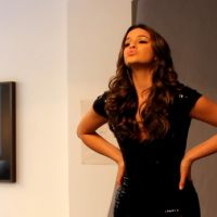 Bruna Marquezine grava novo episódio de websérie e aparece cheia de caras e bocas em fotos!