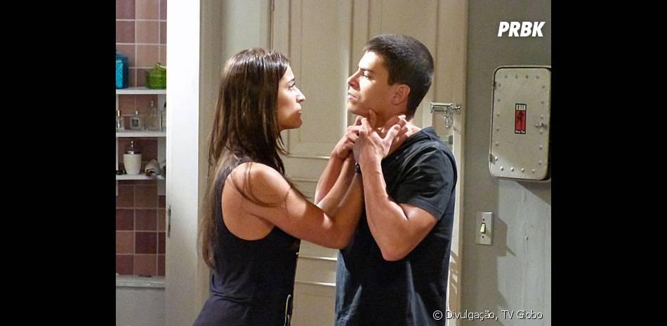 """Duca (Arthur Aguiar) é frio com Nat (Maria Joana) depois de a beijar em """"Malhação"""""""
