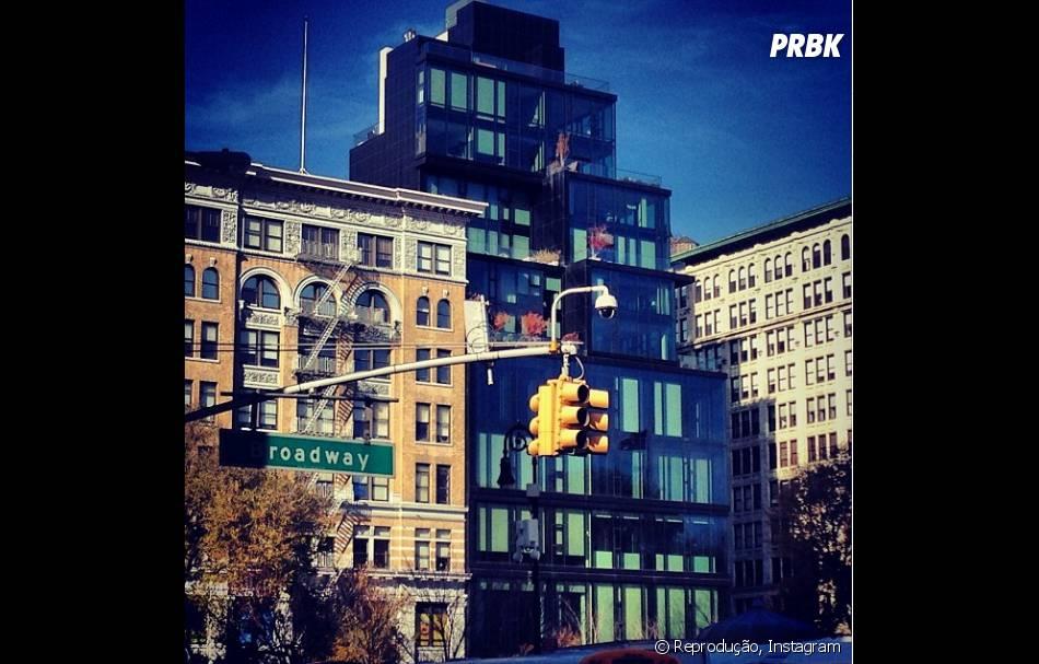 Débora Nascimento fotografa a Broadway e compartilha imagem no Instagram