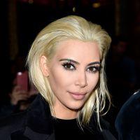 Kim Kardashian aparece loira platinada após mudança radical de visual!