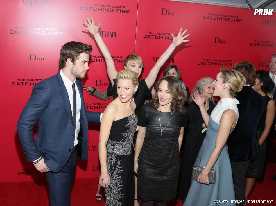 """A zoeira não tem limites: Jennifer Lawrence faz caretas e poses inusitadas durante a première de""""Jogos Vorazes: Em Chamas"""", em Nova York"""