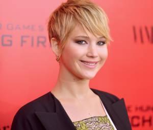 """Jennifer Lawrence cansa da gritaria dos fotógrafos e começa a grita também, durante première de """"Jogos Vorazes: Em Chamas"""", em Nova York"""