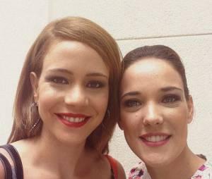 """Leandra Leal e Adriana Birolli posam super fofas nos bastidores de gravações do último capítulo de """"Império"""", da Globo"""