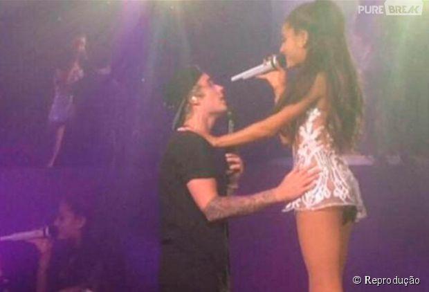 Justin Bieber e Ariana Grande cantam juntos em show nos EUA