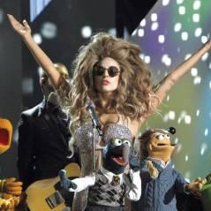 """Lady Gaga canta """"Applause"""" e """"Venus"""" com os Muppets em especial de TV"""
