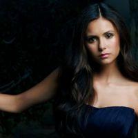 """Nina Dobrev, de """"The Vampire Diaries"""", aparece com Kat Graham e Michael Trevino nos bastidores"""