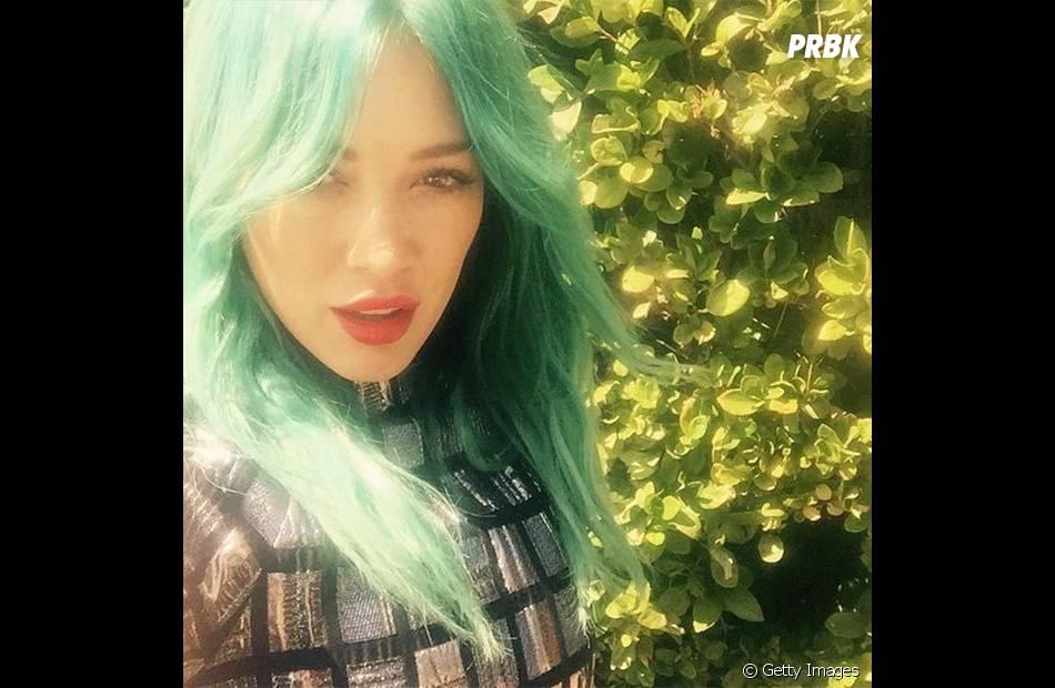 Recentemente, Hilary Duff apareceu assim  linda, diva e com cabelos verdes! 57a1fbfd2f
