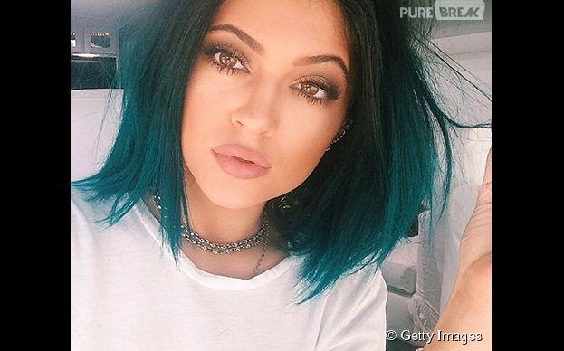 Kylie Jenner é uma das celebridades adeptas ao cabelo colorido