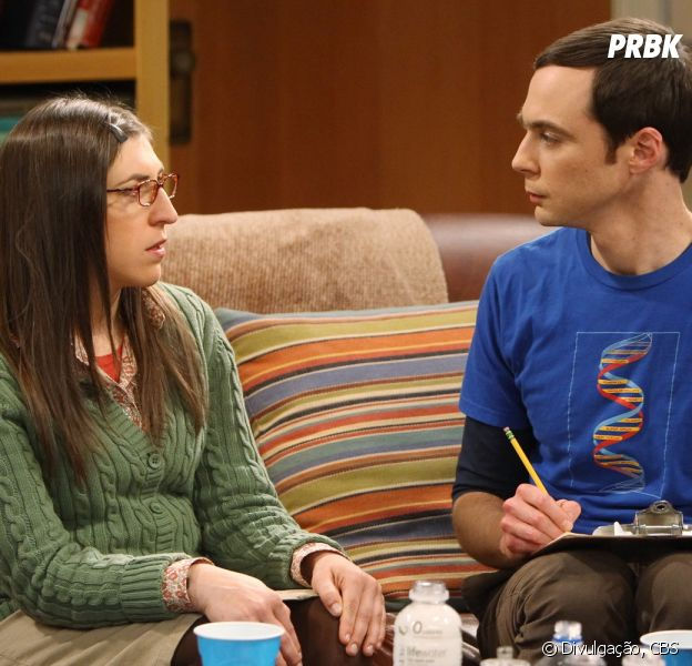 "Amy (Mayim Bialik) vai exigir que Sheldon (Jim Parsons) decida o que quer em ""The Big Bang Theory"""
