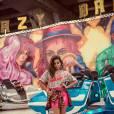 Anitta faz ensaio fotográfico supercolorido para site Glamurama