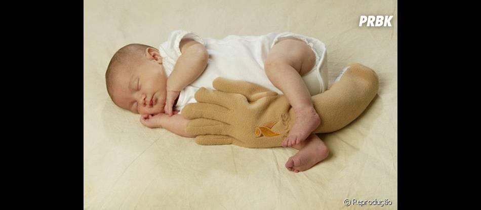Já os pais que trabalham muito, essa mão artificial ajuda o bebê a ficar mais acolhidinho na hora de dormir