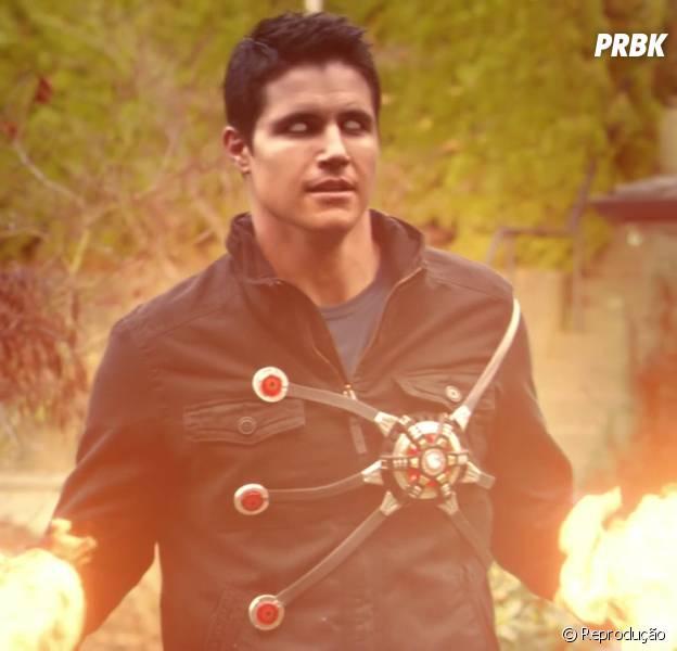 """Firestorm (Robbie Amell) vai ter uma divisão curiosa quando """"The Flash"""" retornar"""