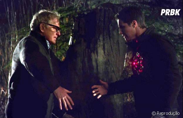 "Em ""The Flash"", Martin Stein (Victor Garber) e Ronnie Raymond (Robbie Amell) dividem o mesmo corpo no metahumano Firestorm"