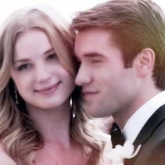 """De """"Revenge"""", Josh Bowman manda recado em português sobre sua vinda ao Brasil com Emily VanCamp"""